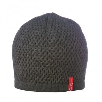 Плетена шапка на дупки